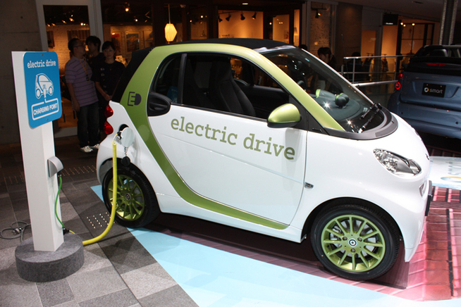 「smart fortwo electric drive(スマート電気自動車)」 2012年の市販化...