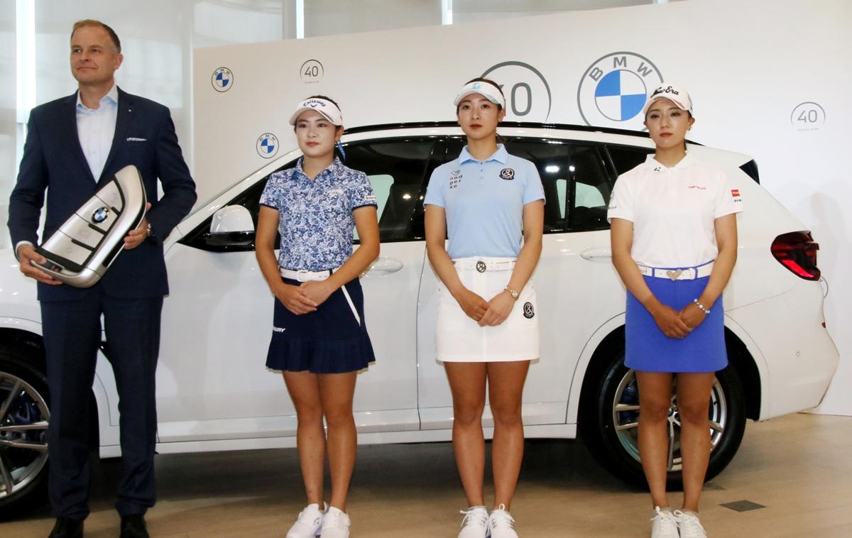 女子プロゴルフ界で、BMW VS メルセデス・ベンツ対決勃発...