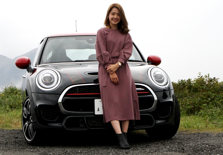 「クルマ好き女子が、初めてMINI体験!」MINI JCW(...