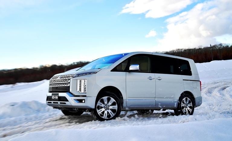 「ドライバーが主役の4WD!」三菱車、雪上試乗評価レポート