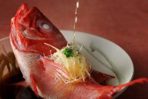 【界 伊東】金目鯛の椿蒸し